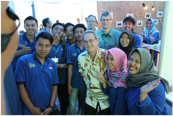 USAID Director Education Office Thomas Crehan with youth who have graduated from the training. (Photo: SINERGI)